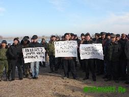 Rukav Volgi perekryli 200 nedovol'nyh astrahanskih rybakov