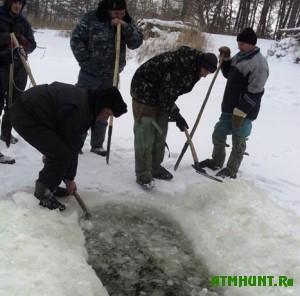 rybaki-na-rostove-pomogayut-rybe-zimu-perezhit
