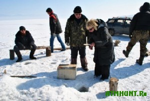 Na led Finskogo zaliva snova vyshli oshtrafovannye rybaki