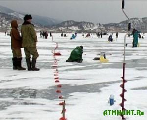 V rybolovnyh sorevnovanijah Sovetskogo rajona uchastvoval dazhe godovalyj malysh