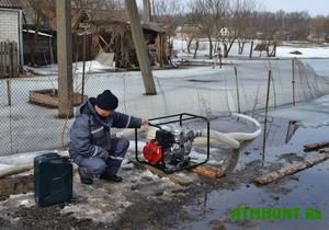 Zhiteli kievskoj oblasti rybachat na svoih ogorodah