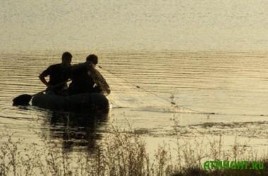 Zhitomirskie brakon'ery ulozhili dvuh rybinspektorov v bol'nichnye kojki