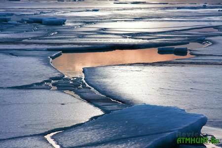 Na Dnepropetrovshhine vtorye sutki ishhut provalivshihsja pod led rybakov