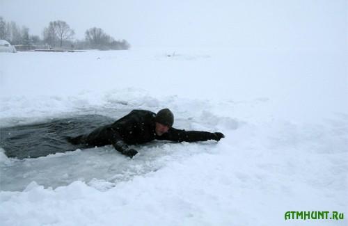 Na Hersonshhine dva rybaka na motocikle provalilis' pod led