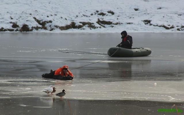 V Har'kovskoj oblasti 9 rybakov udalos' spasti s hrupkogo l'da