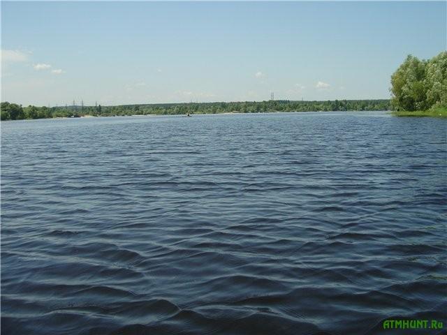 V Kieve spasateli vyzvolili rybaka na lodke iz Verbljuzh'ego zaliva