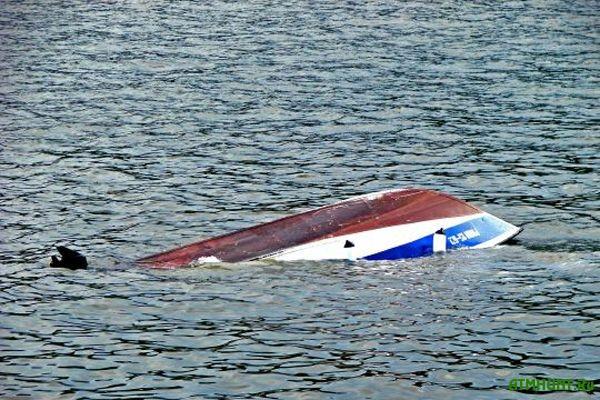 Na Hersonshhine ishhut rybaka s perevernuvshejsja lodki