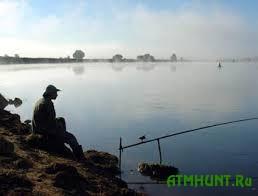 Na Zhitomirshhine utonul uzhe vtoroj rybak, pytajushhijsja dostat' iz vody udochku