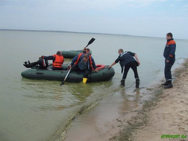 Rybak na rezinovoj lodke chut' ne utonul v Azovskom more