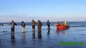 рыбаки на дрейфующей льдине