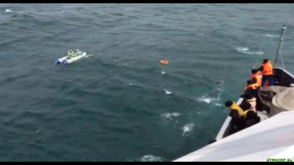 спасение рыбаков в лодке