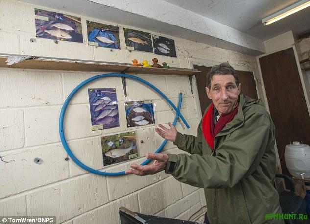 Фотографиями рыбака-анонима украшены стены старинного рыболовного домика